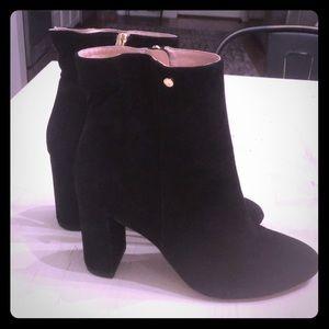 Louise et Cie black suede boot